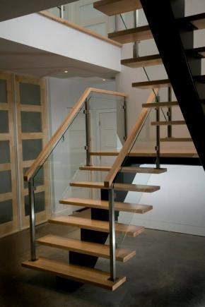 Escalier poutre central en métal