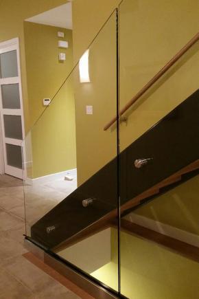 Escalier avec 2 limons ouverts en métal