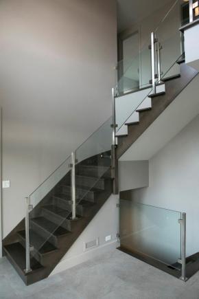Escalier ouvert 1 côté en érable teint