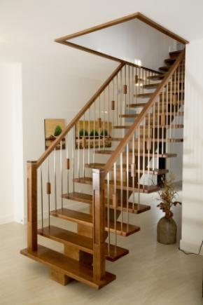 Escalier poutre centrale en bois