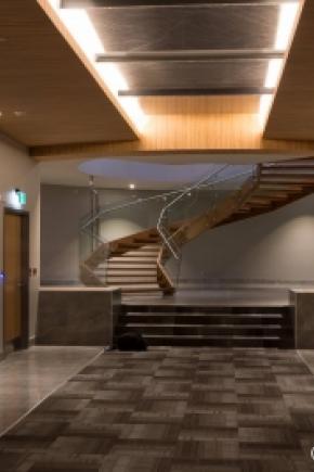 Escalier hélicoïdal en frêne massif