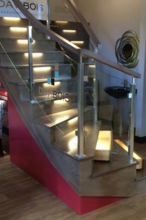 Escalier balancé, ouvert 1 côté en merisier
