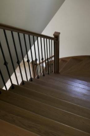 Escalier balancé fermé