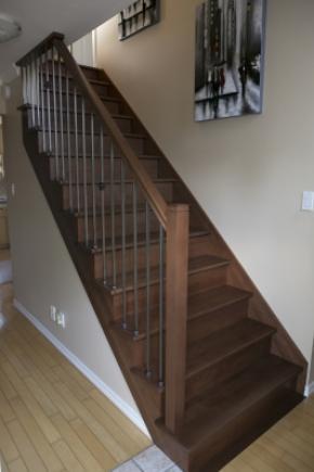 Escalier Droit Ouvert 1 Côtés Avec Poteau Moderne