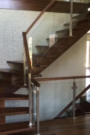 Escalier Poutre centrale balancée en merisier